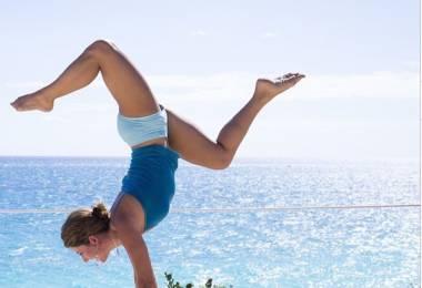 5 tư thế Yoga nguy hiểm đối với người mới