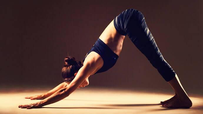 Tư thế yoga chó úp mặt