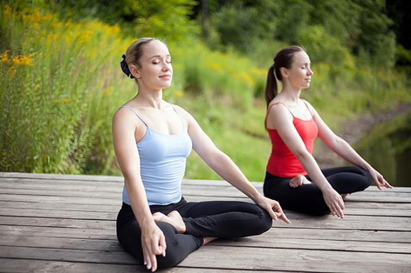 yoga trị mụn