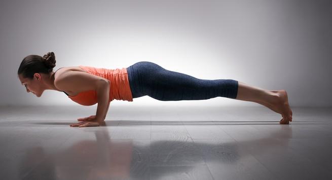 Tư thế yoga con cá sấu