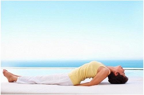 Tư thế yoga con cá