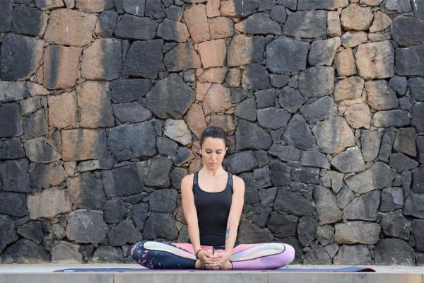 Tư thế yoga Móc Câu Hẹp