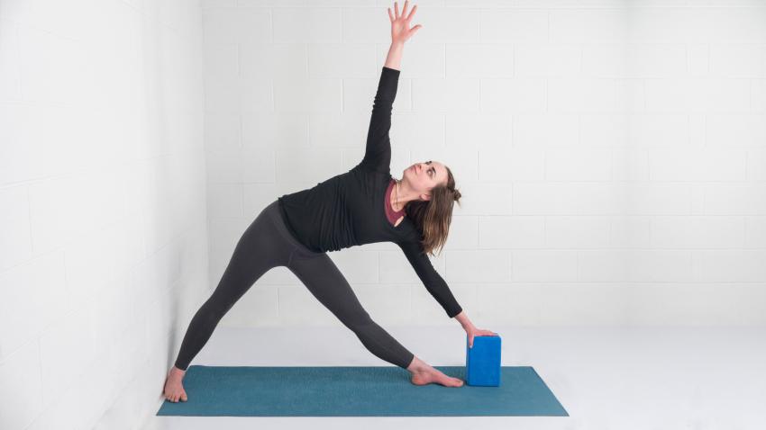 tư thế yoga Trikonasana