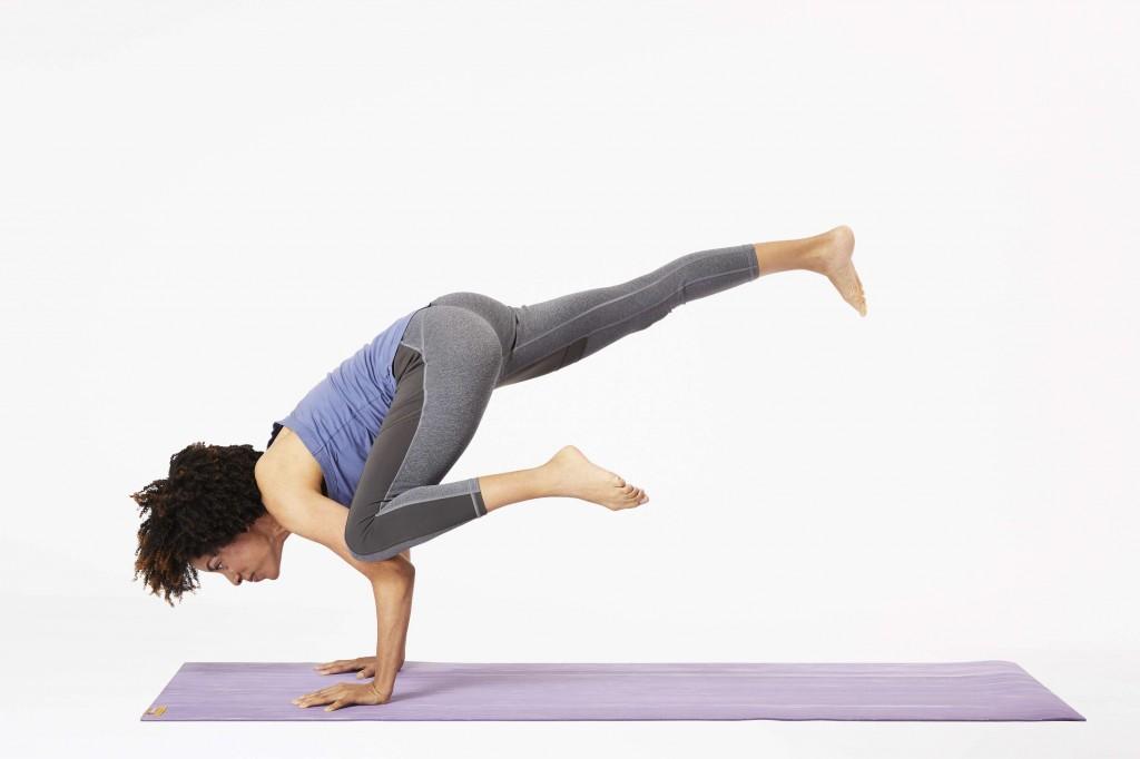 yoga chim bồ câu bay