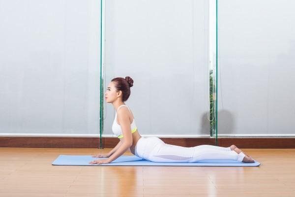 yoga rắn hổ mang